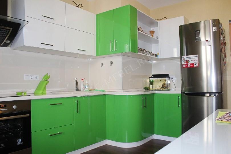 Фото Бело-зеленая кухня Блеск (артикул 12)