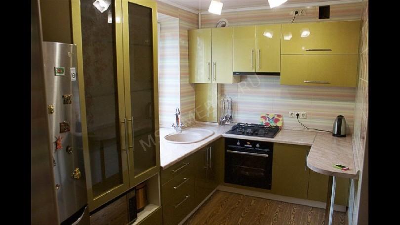 Фото Маленькая П-образная кухня Блеск (артикул 25)