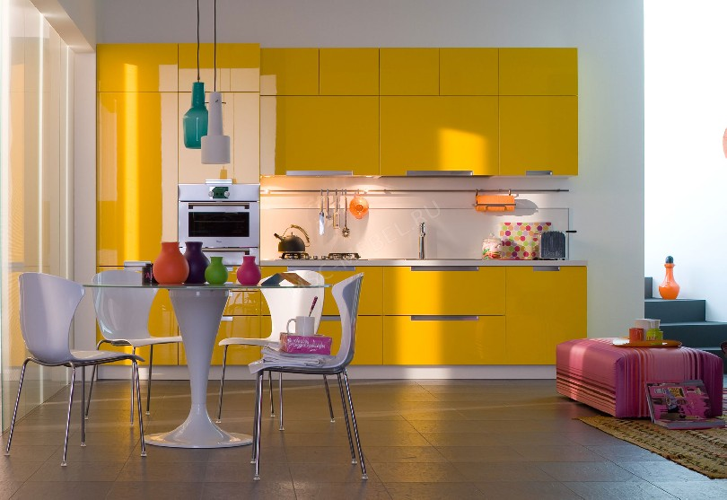 Фото Ярко желтая прямая кухня Экспрессия