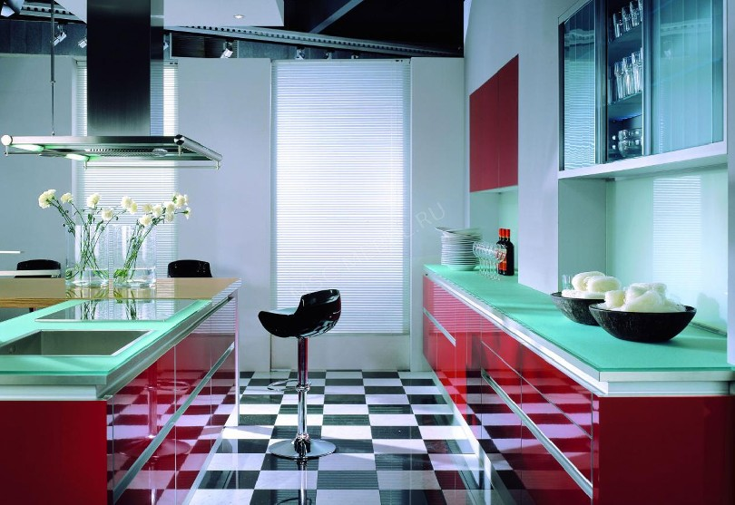 Фото Красно-зеленая кухня Здесь